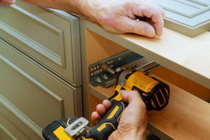 how much weight can kitchen cabinets hold