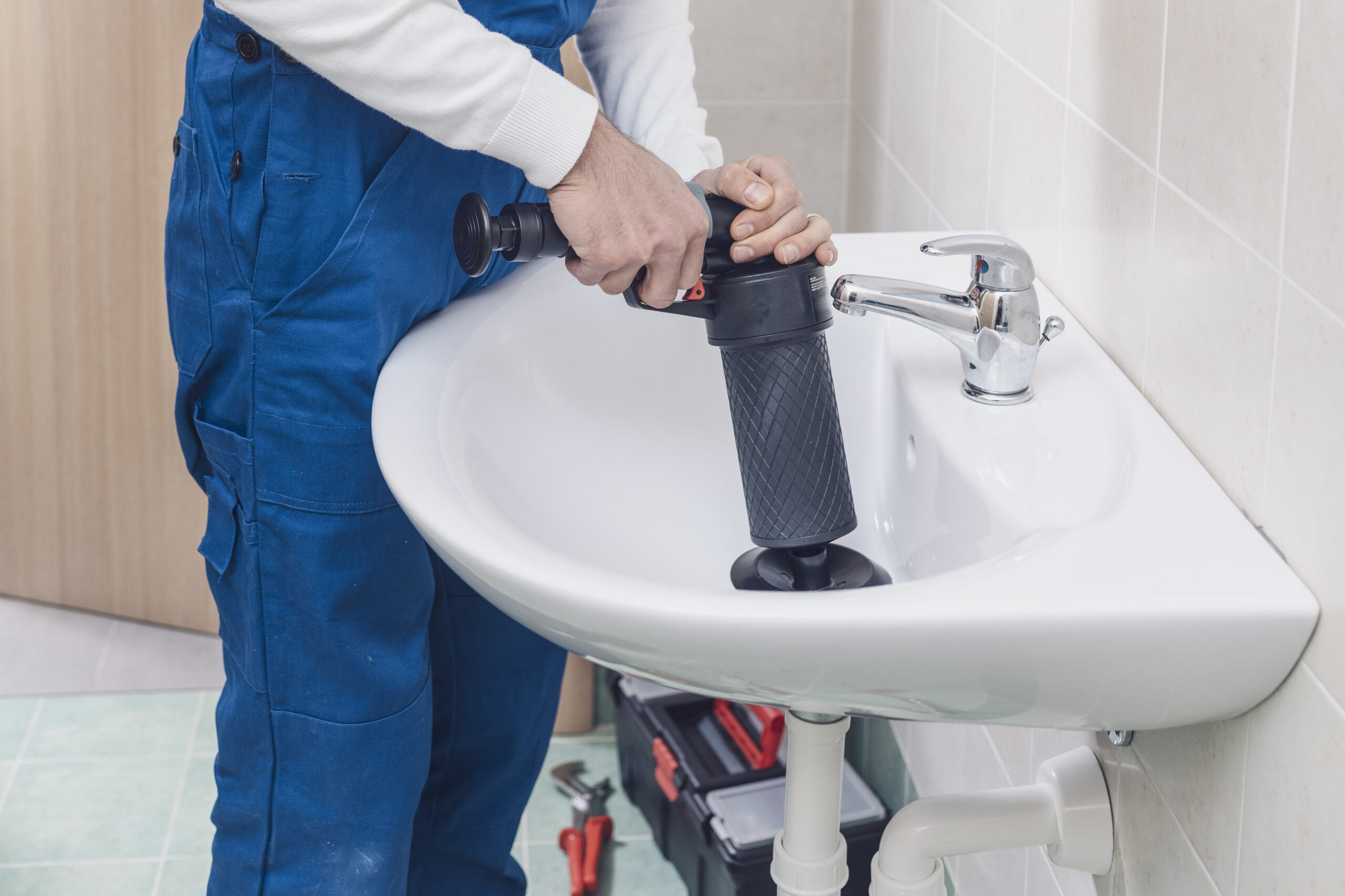 Best Cordless Drain Auger for Unclogging Pipes 2021